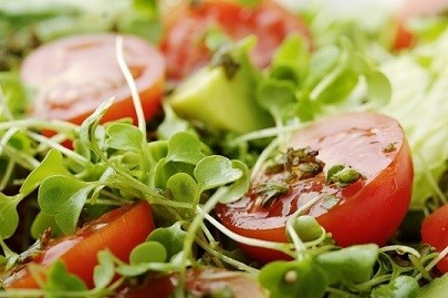 檢驗無農藥殘留的蔬菜及水果(番茄與生菜)