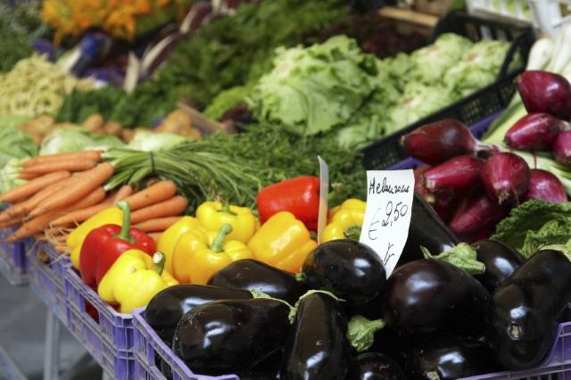 通過農藥殘留檢測的新鮮蔬菜陳列於市場