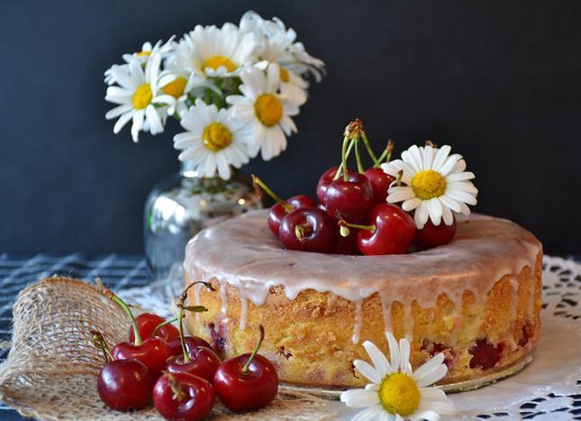 麵粉發霉後會產生黃麴黴素,是一種具致癌性的毒素,過期蛋糕亦有此汙染風險。
