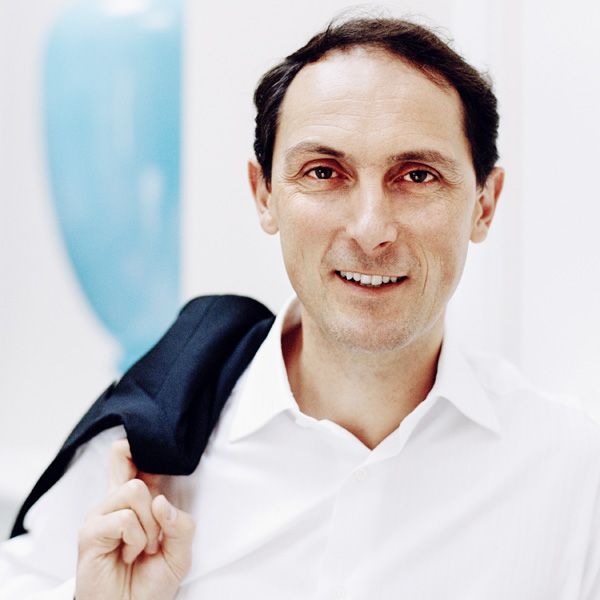Dr. Gilles Martin
