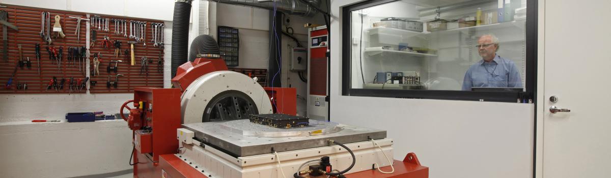 Tärinätestaus varmistaa laitteen toimivuuden kovissakin olosuhteissa