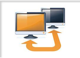 zwei Computerbildschirme verbunden mit einem Pfeil